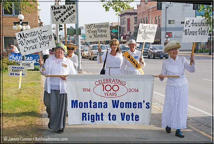suffragettes_marching